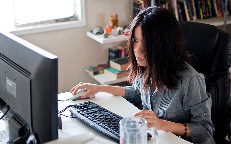 girl working online